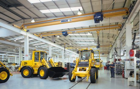 Cranes in Vehicle Workshop3