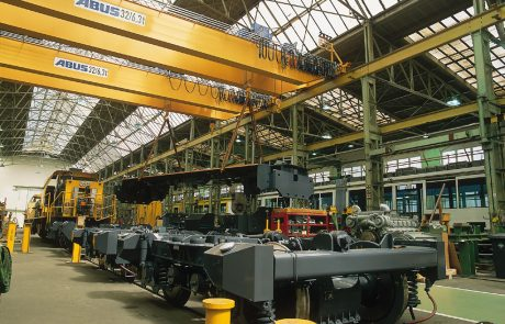 Cranes in Rail Maintenance System1