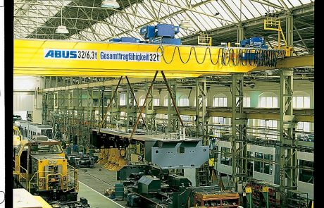Cranes in Rail Maintenance System5