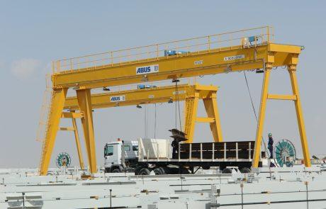 Cranes in Steel Stock Yard1