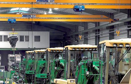 Cranes in Vehicle Workshop4