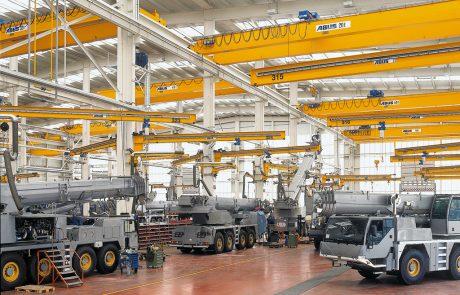 Cranes in Vehicle Workshop8